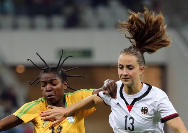 2016 Rio Olympics - Soccer - Preliminary - Women's First Round - Group F Zimbabwe v Germany - Corinthians Arena - Sao Paulo, Brazil - 03/08/2016. Marjory Nyaumwe (ZIM) of Zimbabwe and Sara Daebritz (GER) of Germany in action. REUTERS/Paulo Whitaker FOR EDITORIAL USE ONLY. NOT FOR SALE FOR MARKETING OR ADVERTISING CAMPAIGNS.